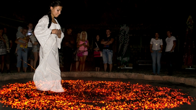 4.-Nestinarstvo_Bulgaria_Europe_Davidsbeenhere-Photo-credit-www.fire-dance.org_.jpg